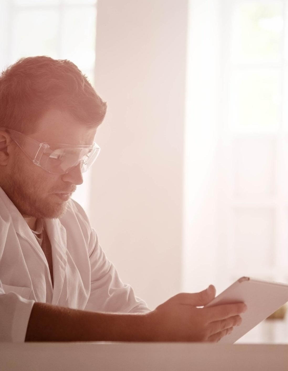 Scientist_Working_Natural_L_iStock-538651195-257494-edited-354167-edited-1-195221-edited